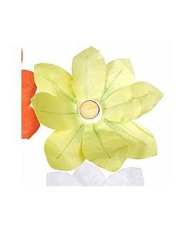 Lampion fleur jaune à déposer sur l'eau (29 x 29 cm)