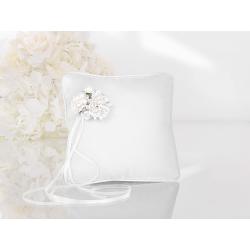 Coussin d'alliance satin blanc, fleurs et ruban blanc coin haut gauche