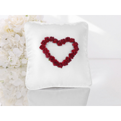 Coussin d'alliance satin blanc roses rouges en forme de coeur